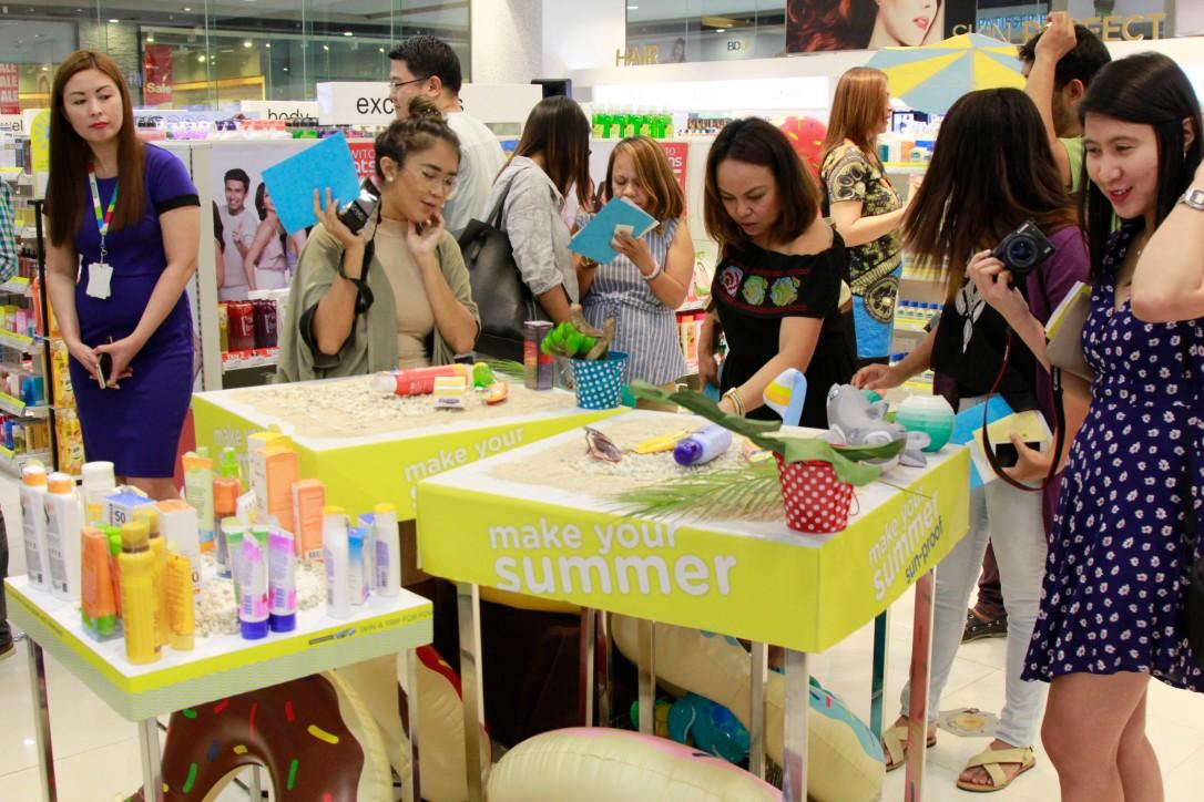 Guests creating their summer essentials flatlay